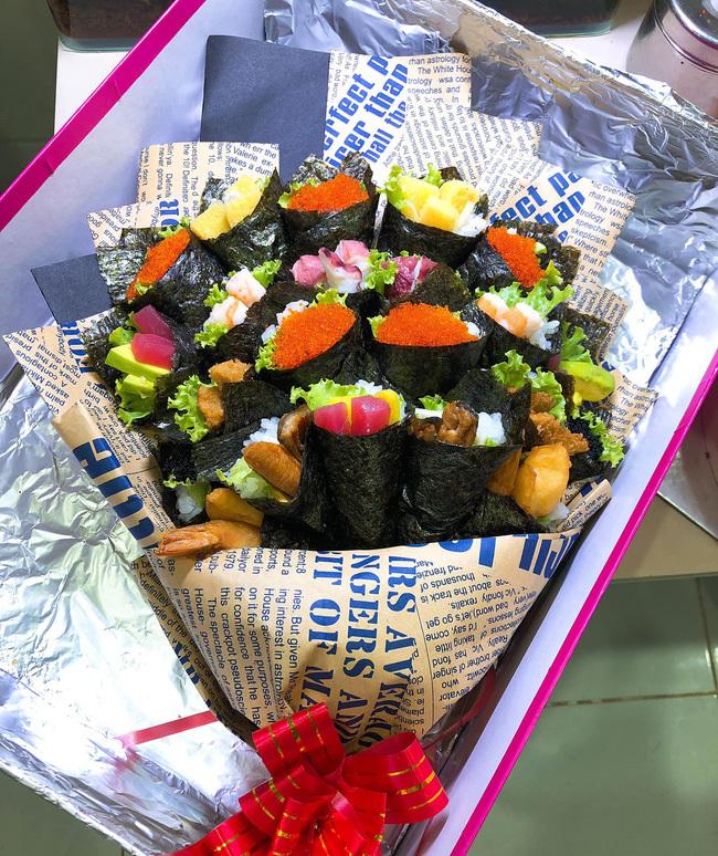 Sốt với bó hoa sushi lạ mắt, giá hơn 1 triệu đồng làm quà tặng thầy cô ngày 20/11