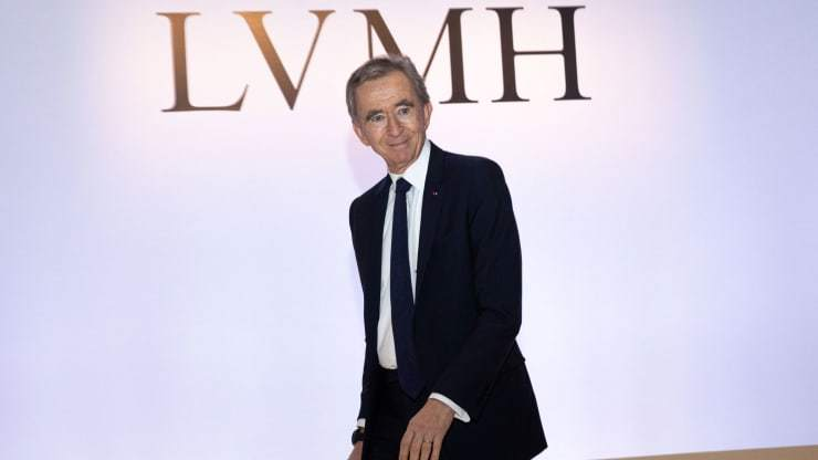 Ông chủ hãng thời trang vượt mặt Bill Gates, thành người giàu thứ 2 thế giới
