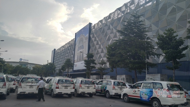 Lý do Grab bị 'gạt' lên tầng cao đón khách sân bay Tân Sơn Nhất