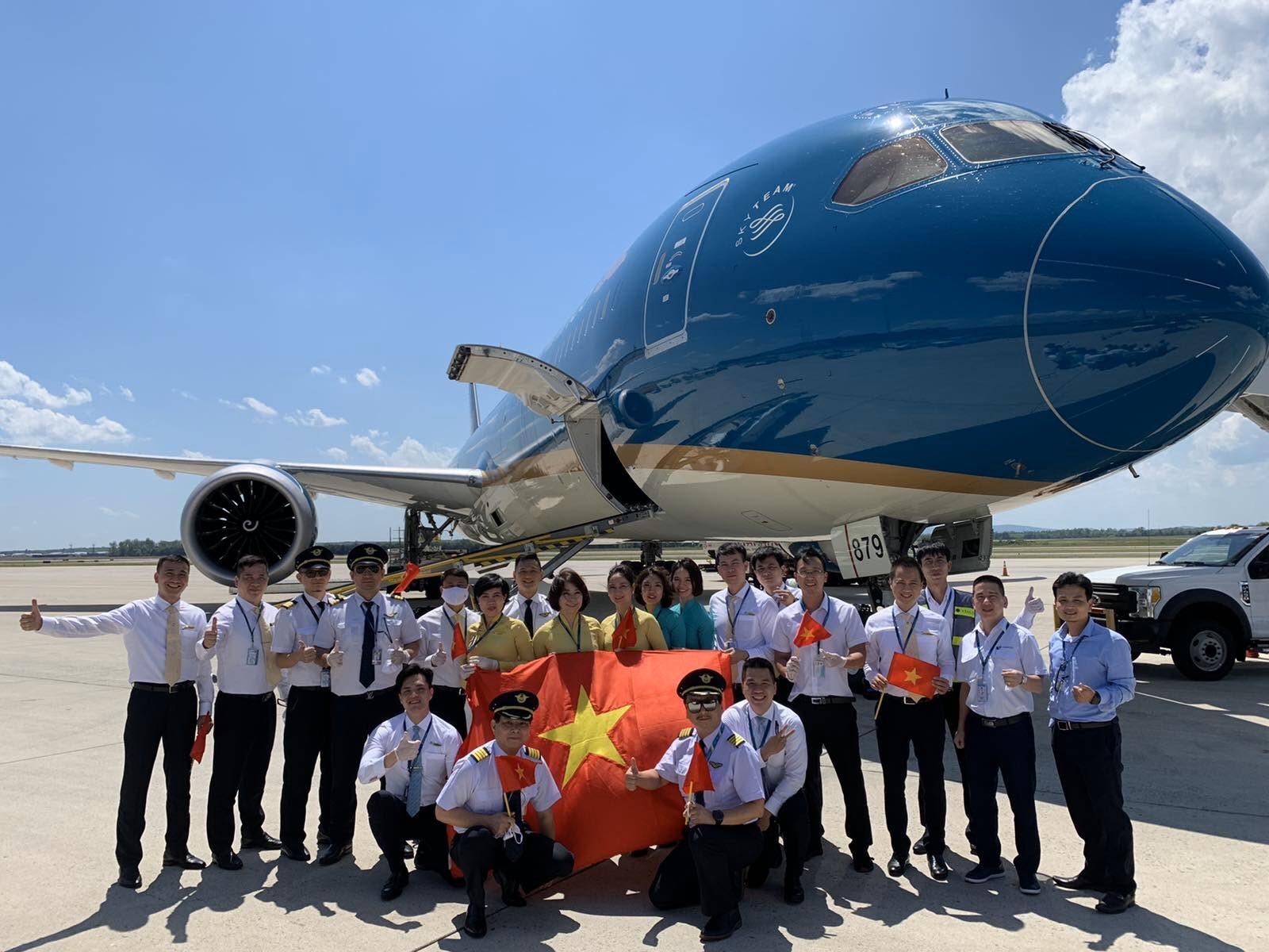 Thấy gì qua cuộc 'giải cứu' Vietnam Airlines