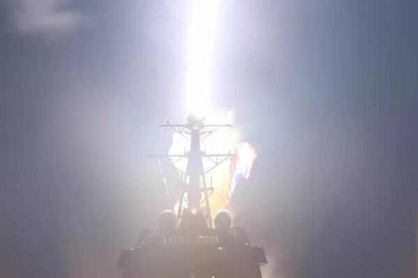 Xem tàu chiến Mỹ bắn hạ tên lửa đạn đạo trên không gian