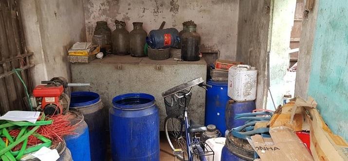 Mục sở thị dây chuyền sản xuất rượu gây ngộ độc chết người
