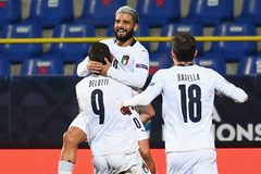 Hạ đẹp Bosnia, Italy giành quyền vào bán kết