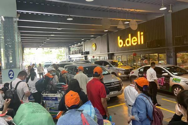 Sân bay Tân Sơn Nhất mở thêm làn cho một hãng xe công nghệ ở tầng 1
