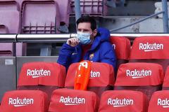 Messi nổi khùng ở sân bay, Guardiola reo vui