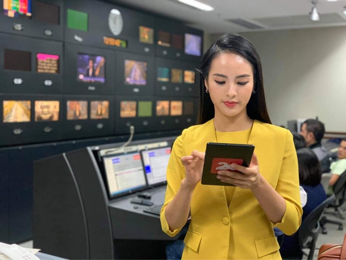 MC Quỳnh Nga trẻ nhất VTV24 không áp lực khi bị so sánh với Thụy Vân