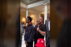 Người ủng hộ ông Trump tràn vào Văn phòng chính quyền bang Georgia