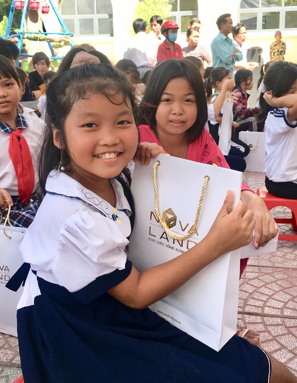 Học bổng cô giáo Nhế nâng bước đến trường cho trẻ nghèo Đồng Tháp