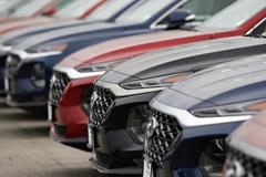 Hạ thuế để giảm giá ô tô, nói nhiều và còn phải chờ mãi