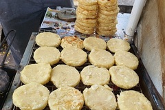 Món bánh nhà nghèo 'lên đời' thành đặc sản hút khách Hà thành, ngày bán 500 chiếc