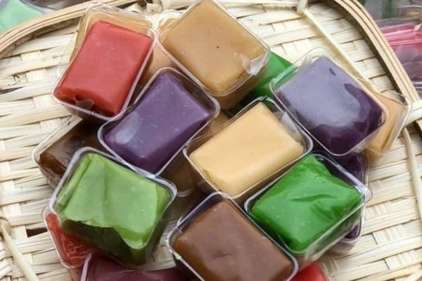 Kẹo dừa 7 vị đủ màu sắc: Lạ miệng, khách đặt mua 'cháy hàng'
