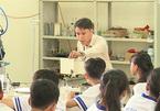 Creative teacher inspires students to learn physics