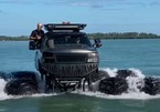 Mãn nhãn màn bơi lội của chiếc bán tải trên vịnh Mexico