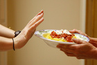 Tác hại đáng sợ của việc nhịn ăn tối để giảm cân