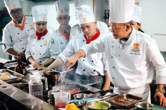Hơn 30 nghìn đầu bếp: Vẫn thiếu người, tranh giành lẫn nhau