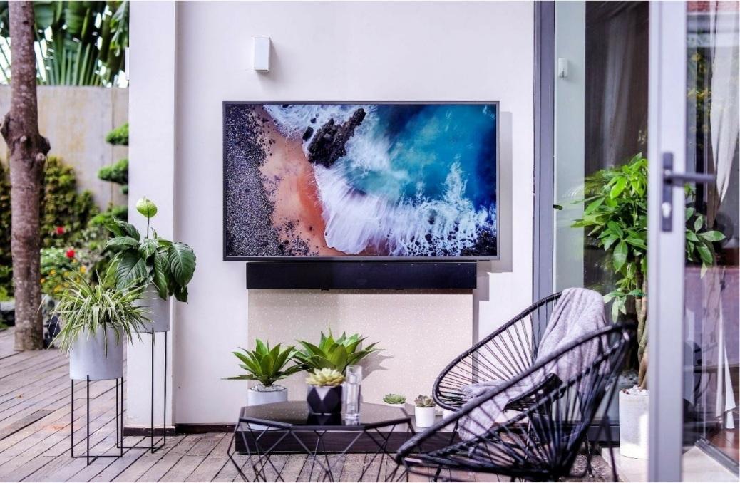 Trải nghiệm trải trí mới với TV ngoài trời kháng nước kháng bụi