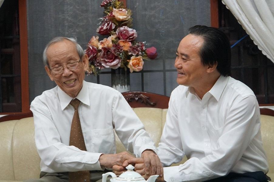 Bộ trưởng Phùng Xuân Nhạ chúc mừng 2 nguyên Bộ trưởng Giáo dục