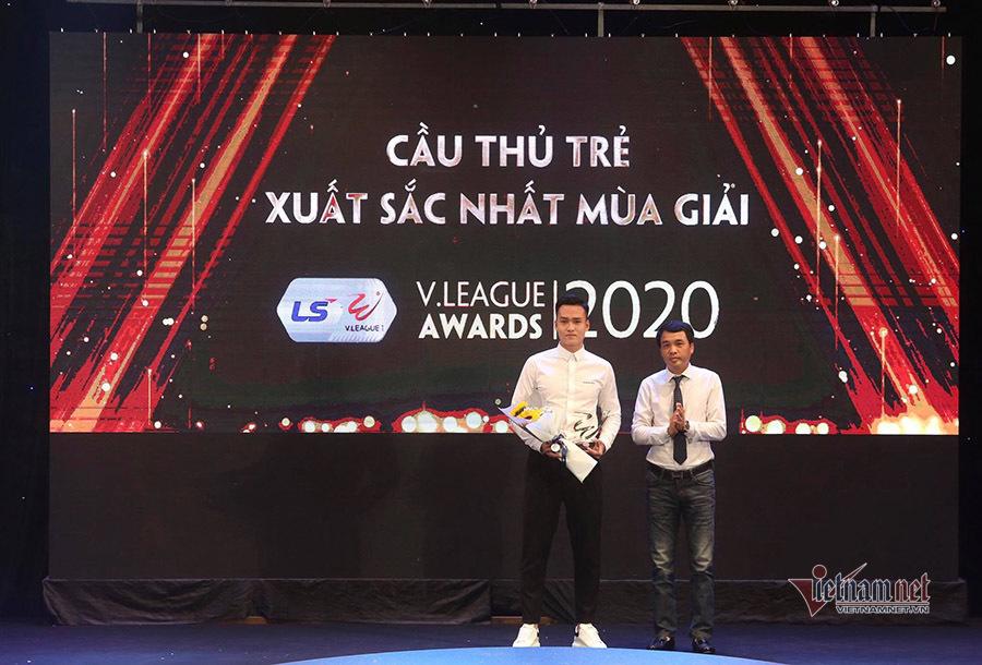 Văn Quyết đoạt Cầu thủ xuất sắc nhất V-League 2020