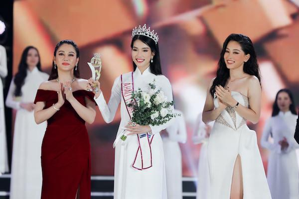 Top 3 Hoa hậu Việt Nam 2020 giao lưu độc giả VietNamNet tối 21/11