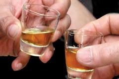 Gần 300 triệu lít rượu 'nút lá chuối' trôi nổi: Vừa uống vừa run