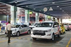 Hành khách than phiền bị taxi sân bay 'chặt chém' sau khi phân làn
