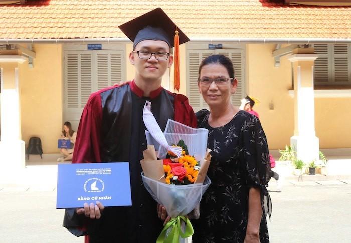 Thủ khoa 'kép' tốt nghiệp sớm 1 năm ngành Toán học từng lo thất nghiệp