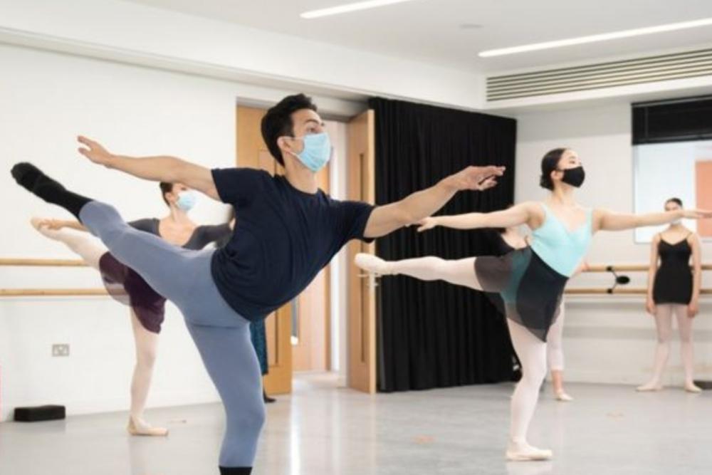 Thần đồng múa Ấn Độ từ 'số không' đến ngôi trường danh tiếng nước Anh