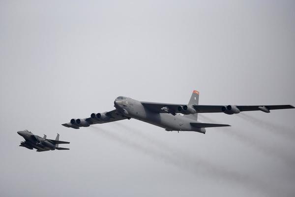 Mỹ triển khai nhiều 'pháo đài bay' B-52 tới Trung Đông