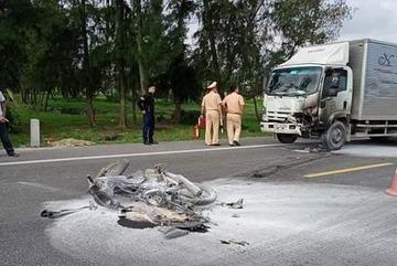 Ô tô va chạm xe máy bốc cháy dữ dội, 1 người tử vong
