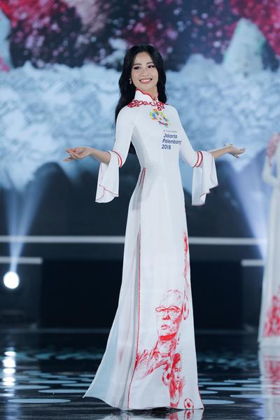 Ấn tượng với bộ sưu tập áo dài bóng đá của NTK Ngô Nhật Huy
