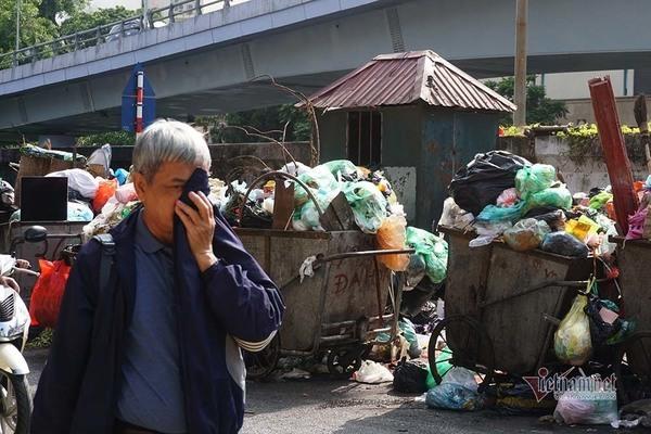 Hà Nội yêu cầu xử lý trách nhiệm vụ để ngập ngụa rác gây ô nhiễm