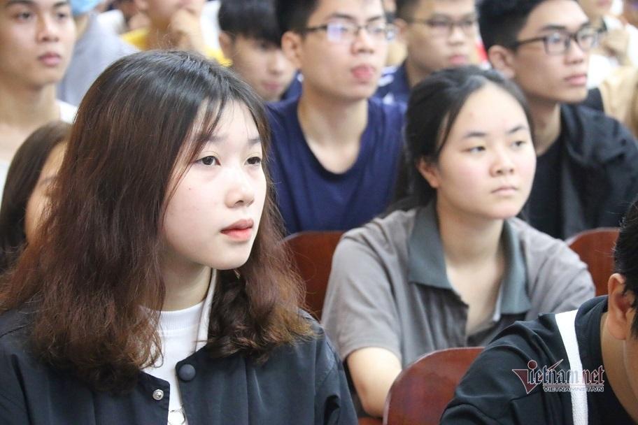 Hơn 1.000 sinh viên tiếp cận cơ hội việc làm ngành khoa học dữ liệu, toán ứng dụng