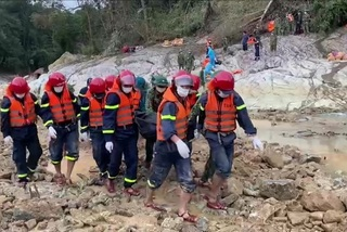 Thi thể thứ sáu được tìm thấy ở Rào Trăng 3 sau 40 ngày bị vùi lấp