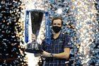 Thắng ngược Thiem, Medvedev lần đầu vô địch ATP Finals