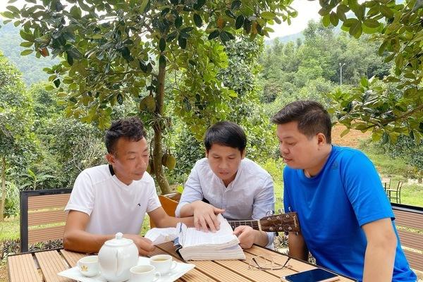 Trọng Tấn, Đăng Dương về trang trại 10.000m2 của Việt Hoàn cùng hát