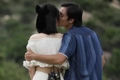 Lãnh Thanh bất ngờ hôn Nam Em trên sóng truyền hình
