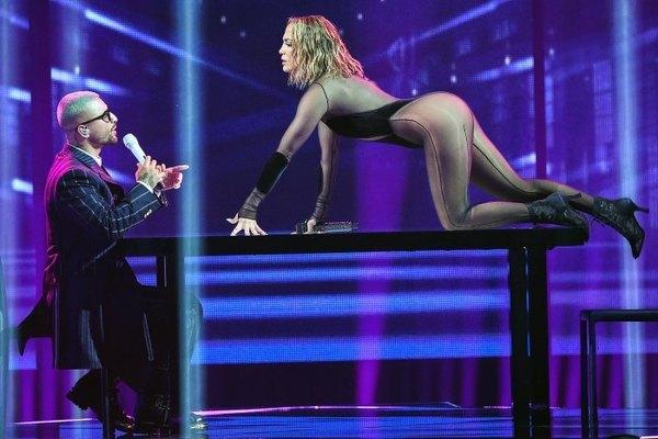 Màn biểu diễn rực lửa của Jennifer Lopez và trai trẻ kém 25 tuổi