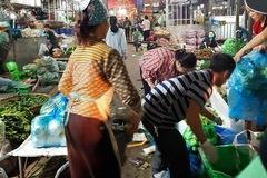 Hà Nội: Nhiều người dân thờ ơ đeo khẩu trang nơi công cộng