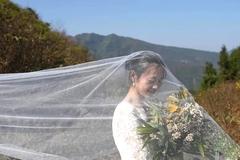 Bộ ảnh cưới đơn sơ gây 'sốt' của thầy cô giáo miền núi