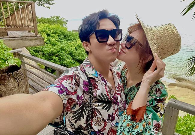 Trấn Thành - Hari Won tình tứ ngọt ngào bên nhau