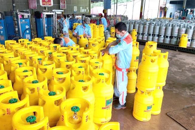 Thuê người làm nghẽn hotline của đối thủ bán gas