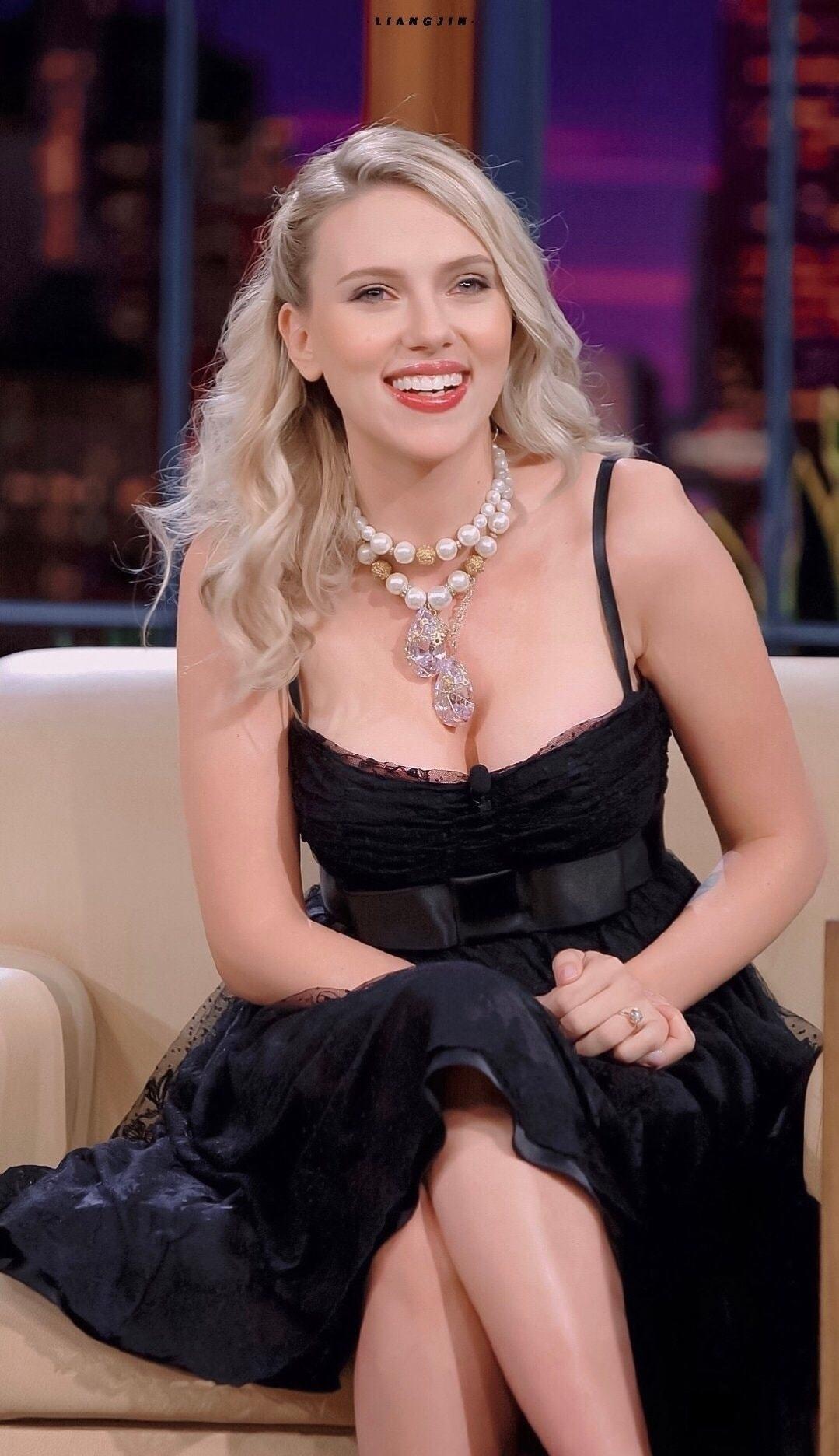 Sức hút từ 'bom sex' Scarlett Johansson, ngôi sao số đo chuẩn hơn hoa hậu