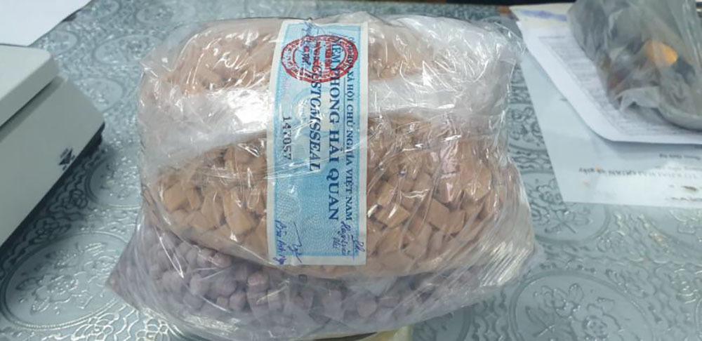 Phát hiện hơn 20kg ma tuý trong các lô quà biếu