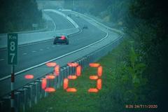 Xe BMW lao vun vút với tốc độ 223km/h trên cao tốc Bắc Giang - Lạng Sơn