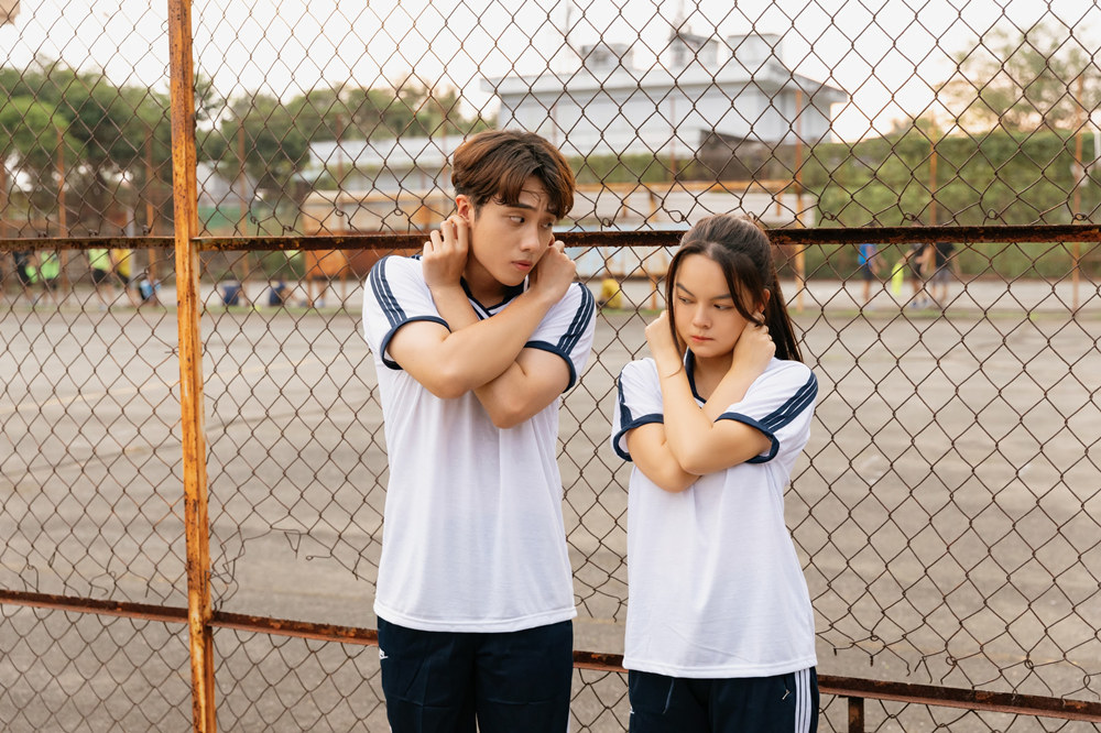Phạm Quỳnh Anh đóng MV với trai đẹp kém 16 tuổi