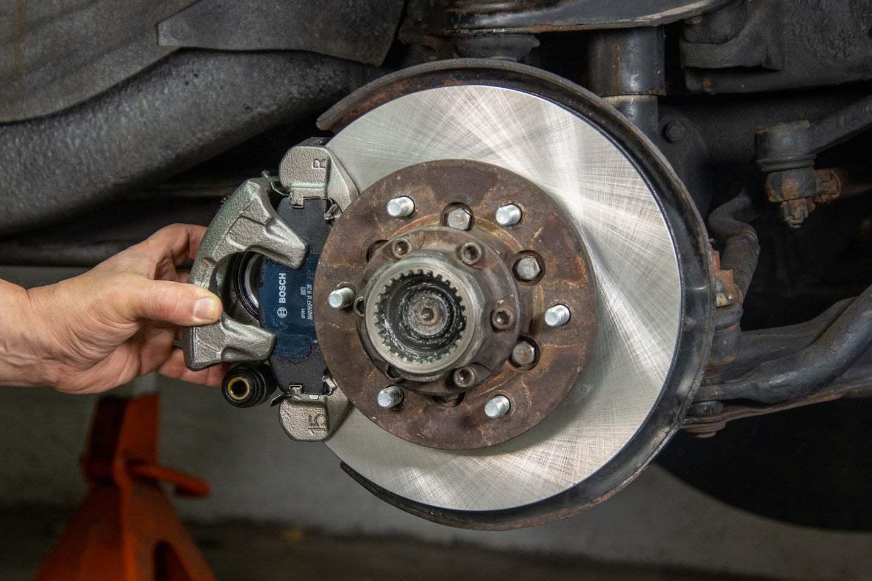 Những dấu hiệu cần thay phanh đĩa ô tô khẩn cấp