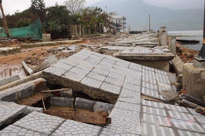 Đường 172 tỷ ở Thừa Thiên Huế hư hỏng nặng sau bão