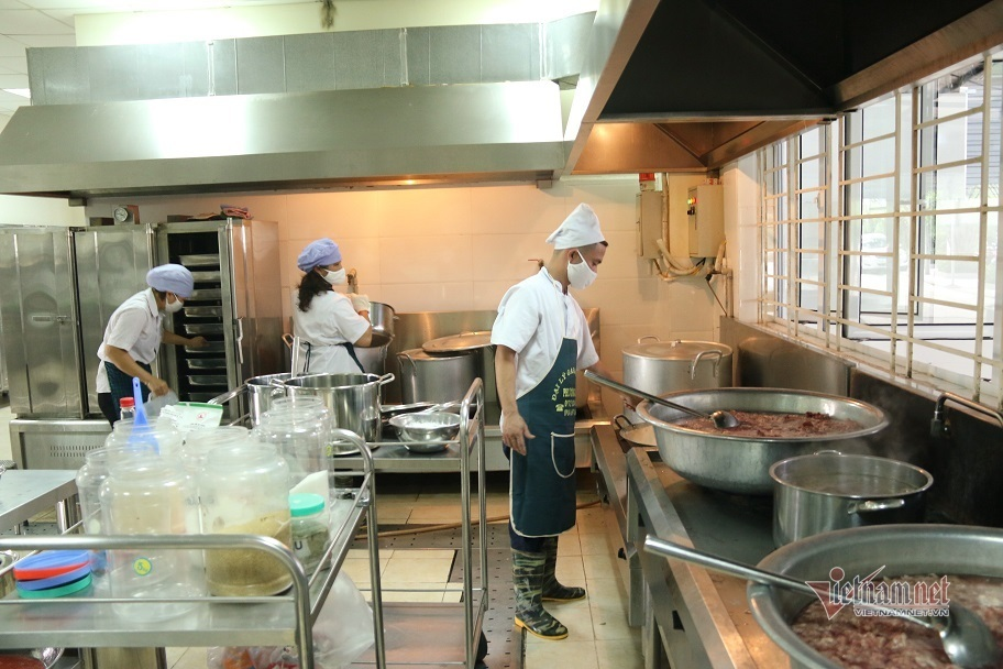 Bộ GD-ĐT yêu cầu tăng cường chỉ đạo về an toàn thực phẩm trong trường học