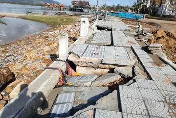 """Đường 172 tỷ ở Thừa Thiên Huế """"nát như tương"""" sau bão"""