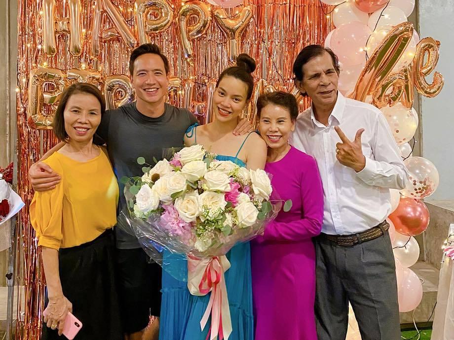 Hồ Ngọc Hà hạnh phúc bên Kim Lý cùng 3 con nhân dịp sinh nhật tuổi 36